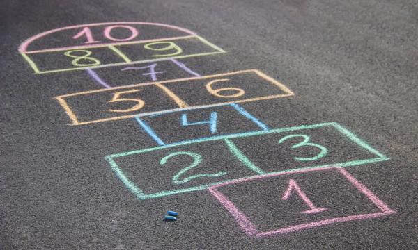 Juegos para niños de cuatro años - Rayuela