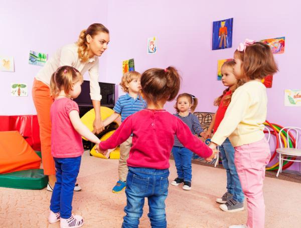 Juegos para niños de cuatro años - Simón dice