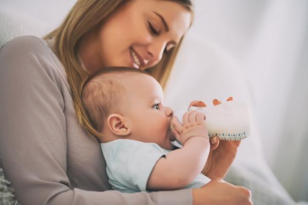 Regurgitaciones en bebés: qué son y cómo evitarlas