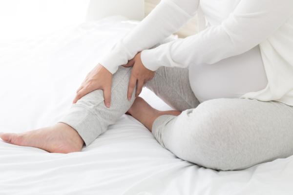 Cómo aliviar el dolor de piernas en el embarazo