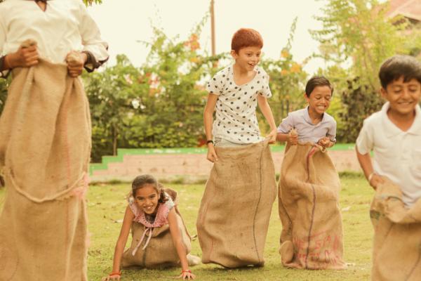 Juegos en grupo para niños de 4 a 5 años - Carreras de sacos