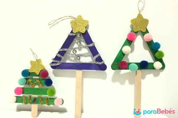Manualidades de Navidad para niños fáciles - Árboles con depresores de madera