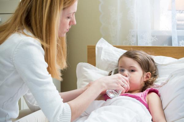 Qué hacer cuando un niño vomita hasta el agua