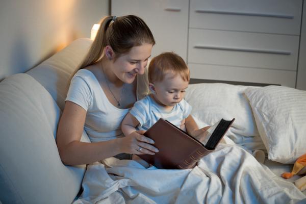 Juegos para bebés de 4 meses - Vamos a contar cuentos