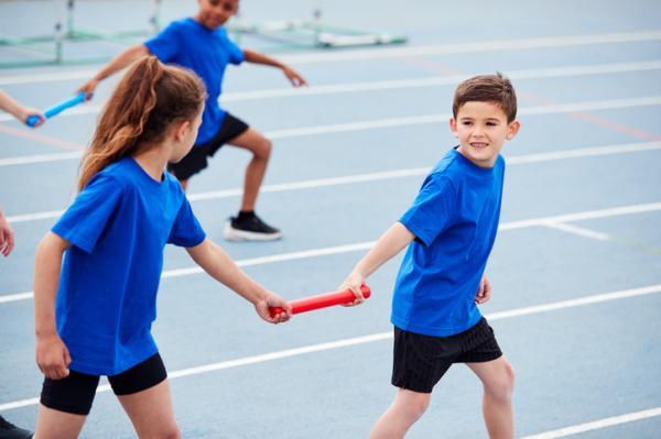 Juegos deportivos para niños - Relevos