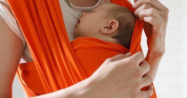 Porteo ergonómico: qué es, beneficios y tipos - Porteo con fular elástico