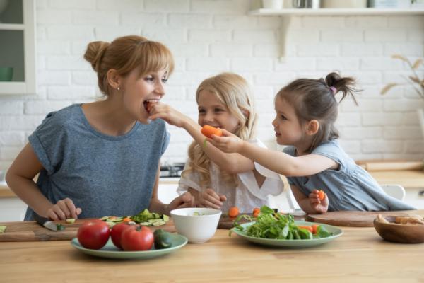 Juegos de confianza para niños de 3 a 5 años - La merienda de papá y/o mamá