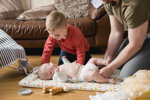 Caca amarilla en el bebé: ¿es normal?