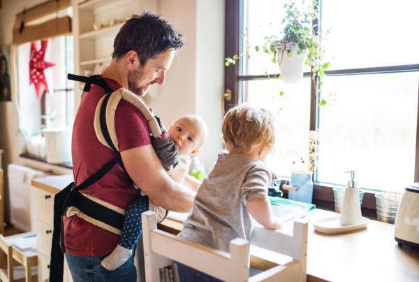 Qué enseñar a un niño de 2 años en casa - Tareas de casa