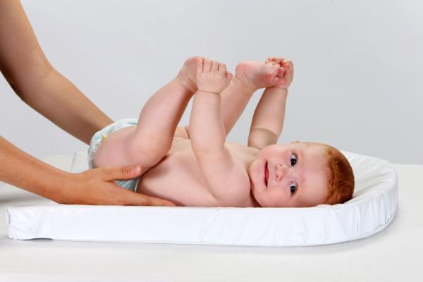 Cómo poner un supositorio a un bebé