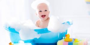 Cada cuánto bañar a un bebé