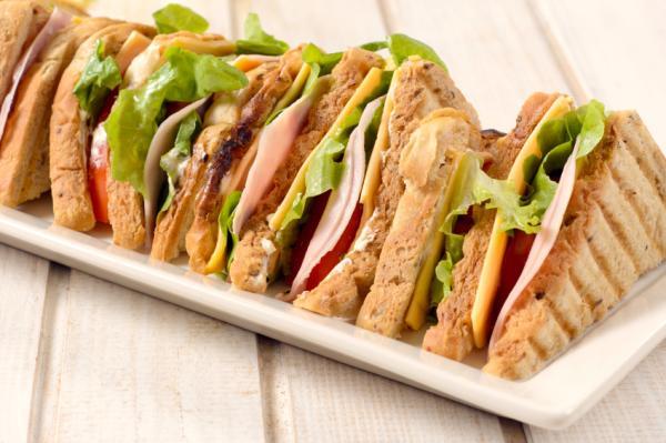 Comidas de verano para niños - Sándwich de atún y tomate