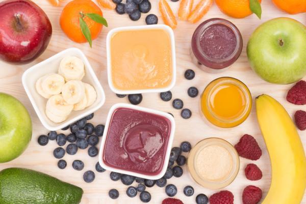 Recetas para bebés de 9 meses - Papilla de melocotón y frutos rojos