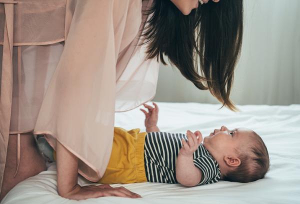Cómo estimular a un bebé de 3 meses - Háblale mucho