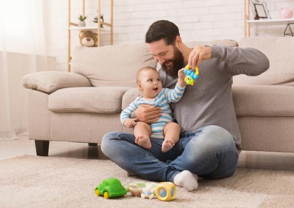 Cómo estimular a un bebé de 3 meses - Realiza juegos sonoros