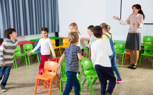 Juegos para fiestas infantiles originales - El juego de las sillas