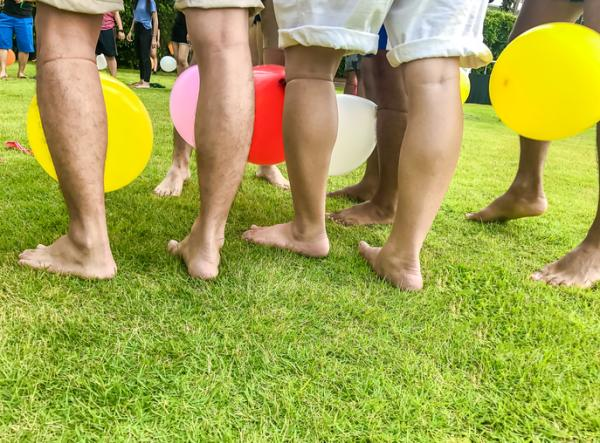Juegos para fiestas infantiles originales - Pisando globos