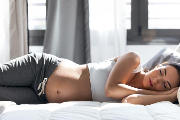 Remedios caseros para el dolor de garganta en el embarazo - El descanso para aliviarte