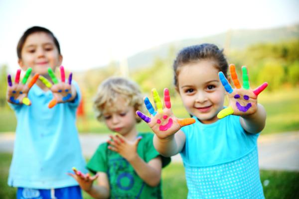 Juegos en la naturaleza para niños - Pintar con los dedos