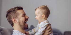 Cómo estimular a un bebé de 1 mes