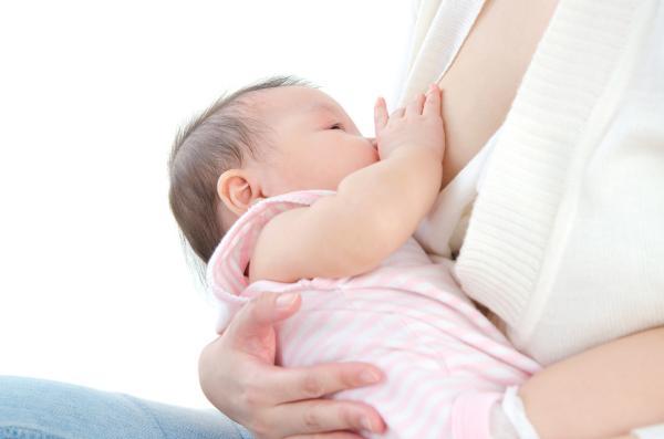 Cómo saber si mi bebé tiene alergia a la leche materna