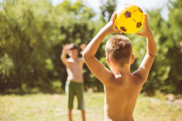 Juegos al aire libre para niños - Balón prisionero