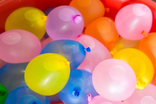 Juegos al aire libre para niños - Carrera de globos