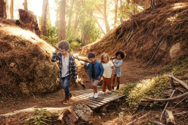 Juegos al aire libre para niños - Carrera de obstáculos