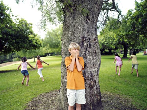 Juegos al aire libre para niños - El escondite