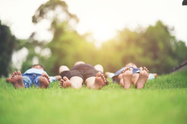 Juegos al aire libre para niños - Escucha los sonidos