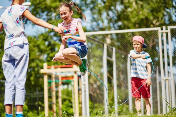 Juegos al aire libre para niños - La comba