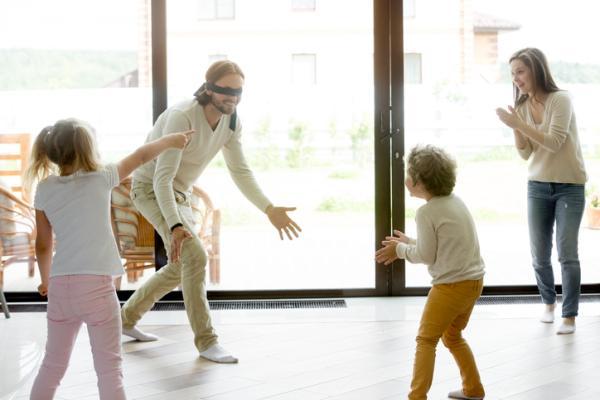 Juegos al aire libre para niños - La gallinita ciega