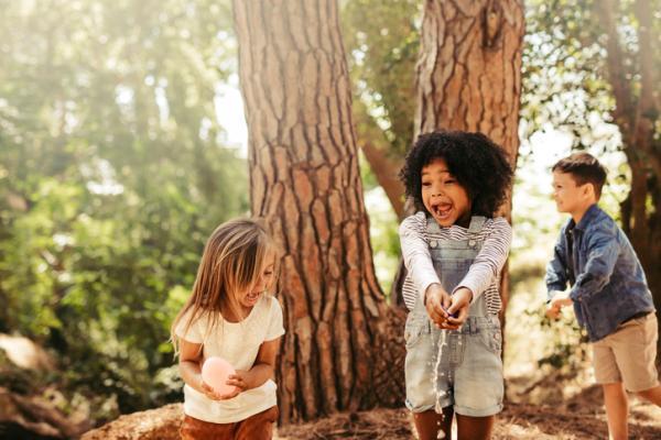 Juegos al aire libre para niños - La patata caliente