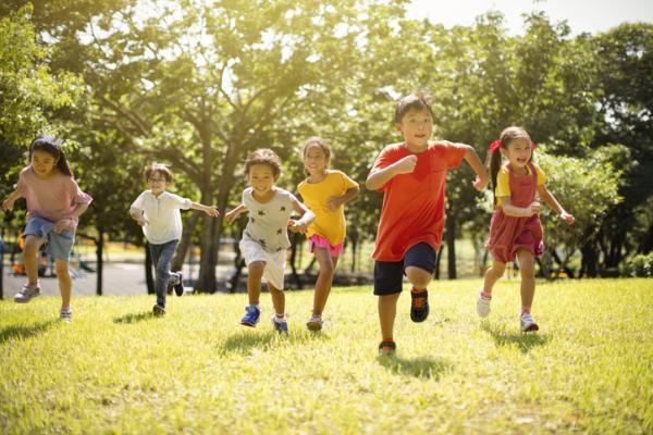 Juegos al aire libre para niños - Pilla-pilla