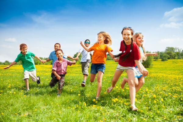 Juegos al aire libre para niños - Policías y ladrones