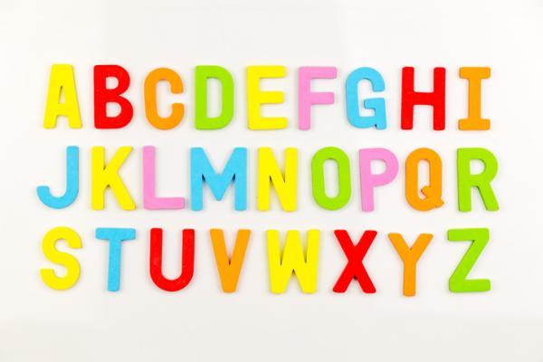 Juegos para aprender las letras - ABC con gomas y clavos