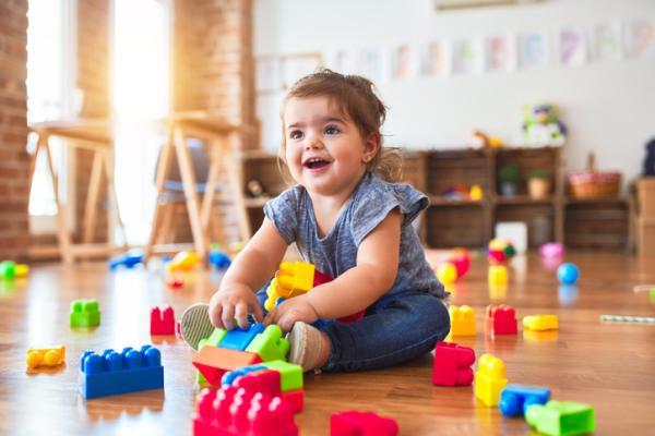 Juegos para aprender los colores para niños de 2 a 3 años - Construcciones de colores