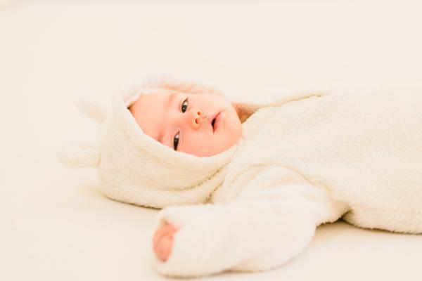 Por qué se pone un bebé amarillo y qué hacer