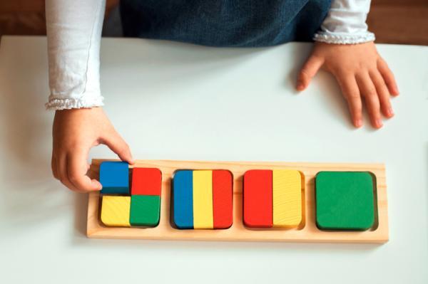 Juguetes Montessori para bebés - Encajables