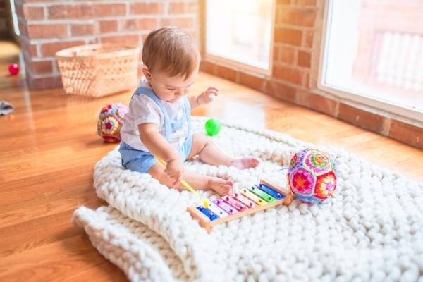 Juguetes Montessori para bebés - Instrumentos musicales