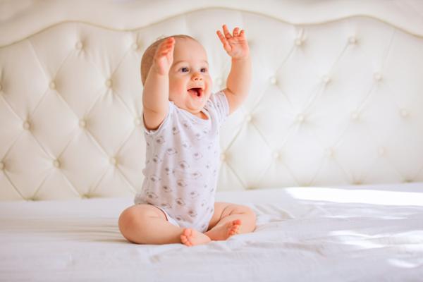 Cómo estimular a un bebé de 2 meses