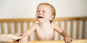 Mi bebé no quiere dormir en su cuna, ¿qué hago?