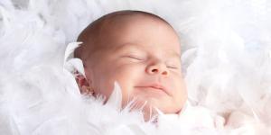 Mi bebé estornuda mucho, ¿es normal?