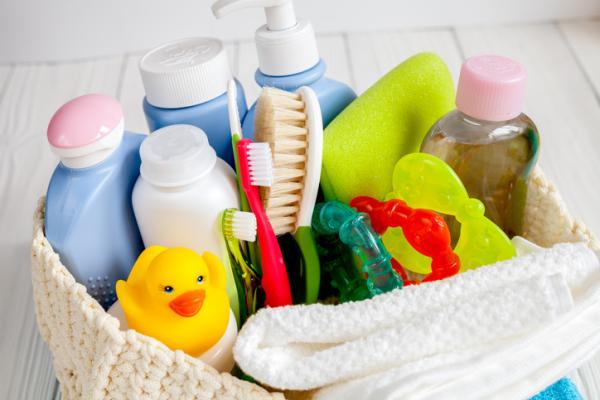 Lista regalos para un baby shower - Cesta de productos de higiene