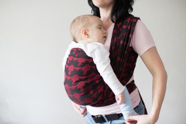 Lista regalos para un baby shower - Porta-bebé ergonómico