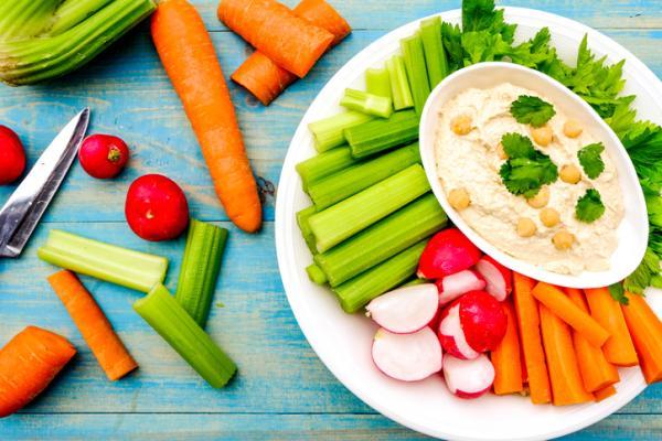 Cenas saludables para niños - Bastones de verdura con hummus