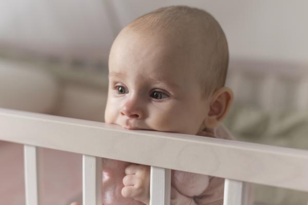 Cómo calmar el dolor de la salida de los dientes de un bebé