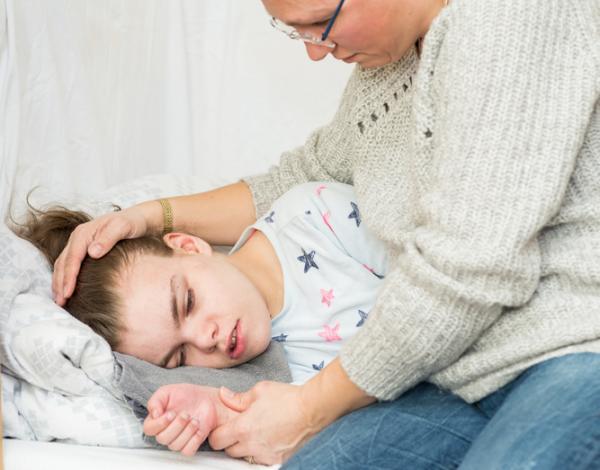 Convulsiones en niños dormidos: síntomas, causas, tipos y tratamiento - Primeros auxilios en convulsiones en niños